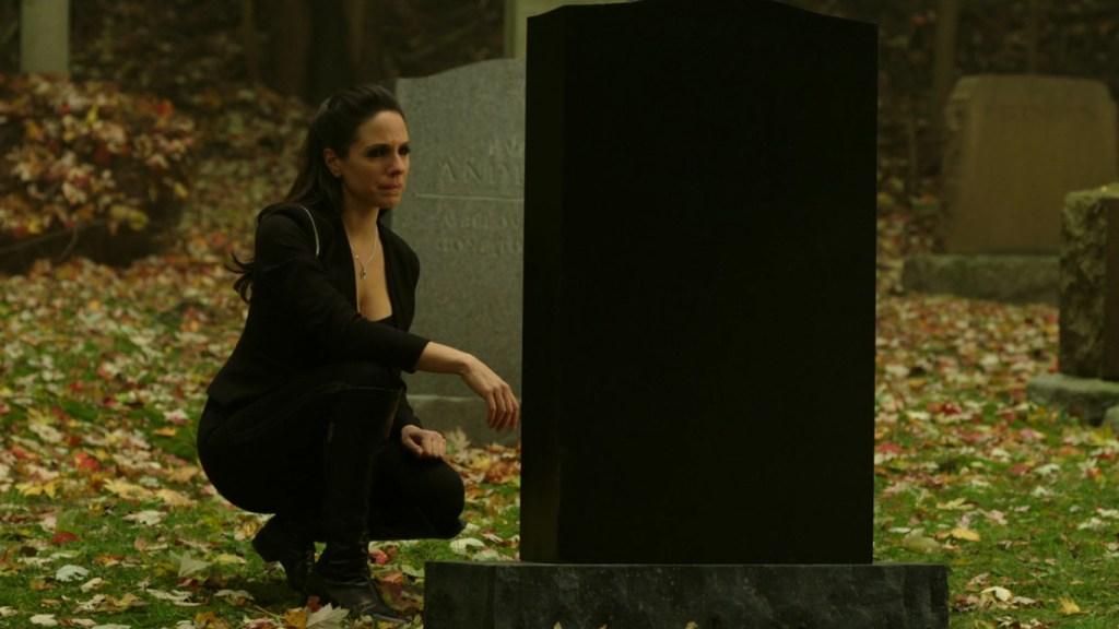 Bo visiting grave in Lost Girl 4x13