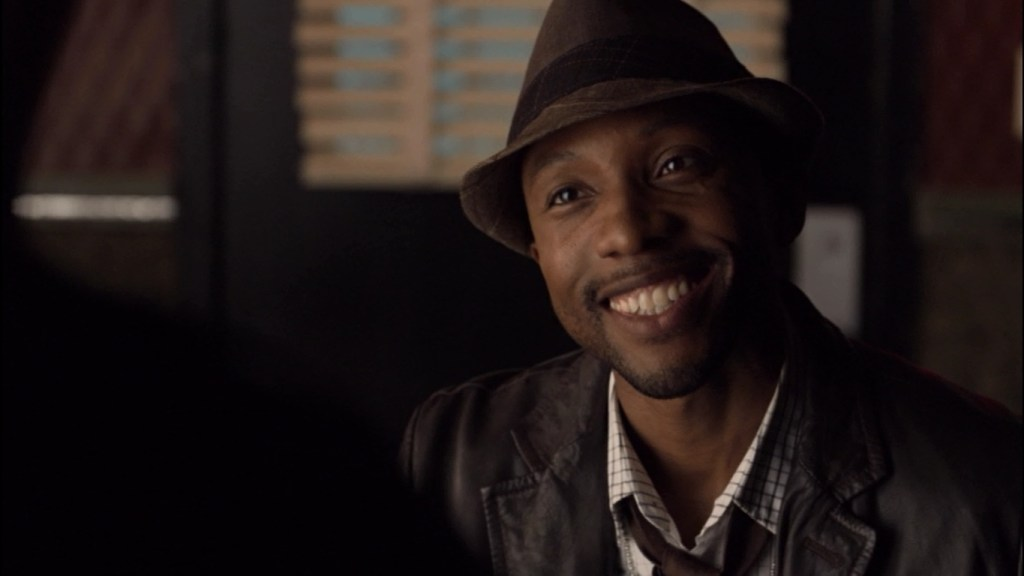 Hale smiling in Lost Girl 2x01