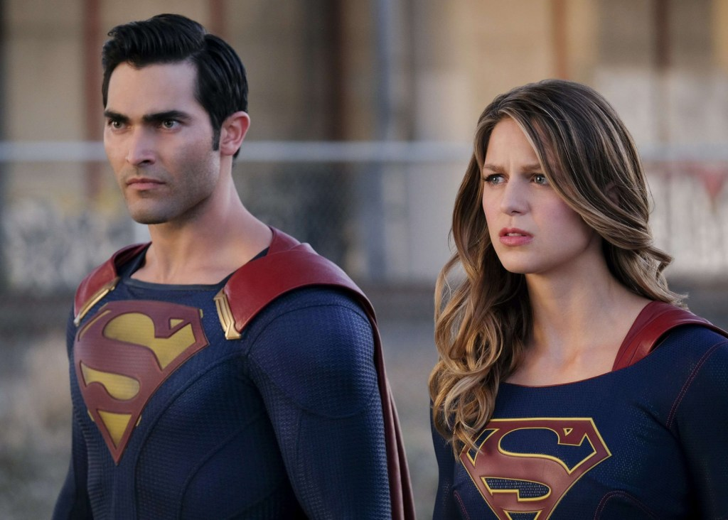 Supergirl and Superman in Supergirl 2x01 Adventures of Supergirl
