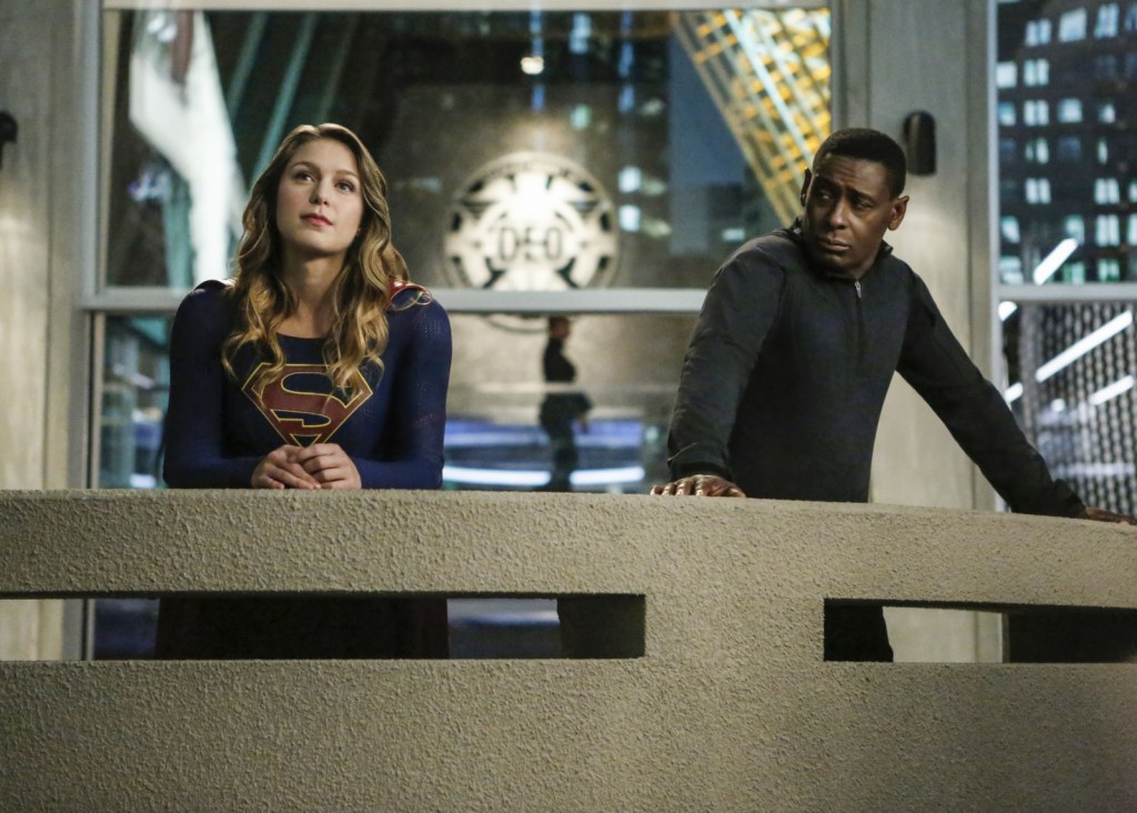 Supergirl and Jonn in Supergirl 2x08 Medusa