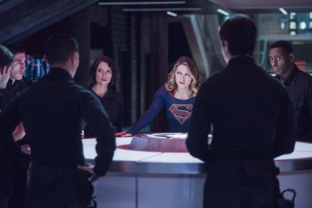 Supergirl J'onn and Alex in Supergirl 2x11