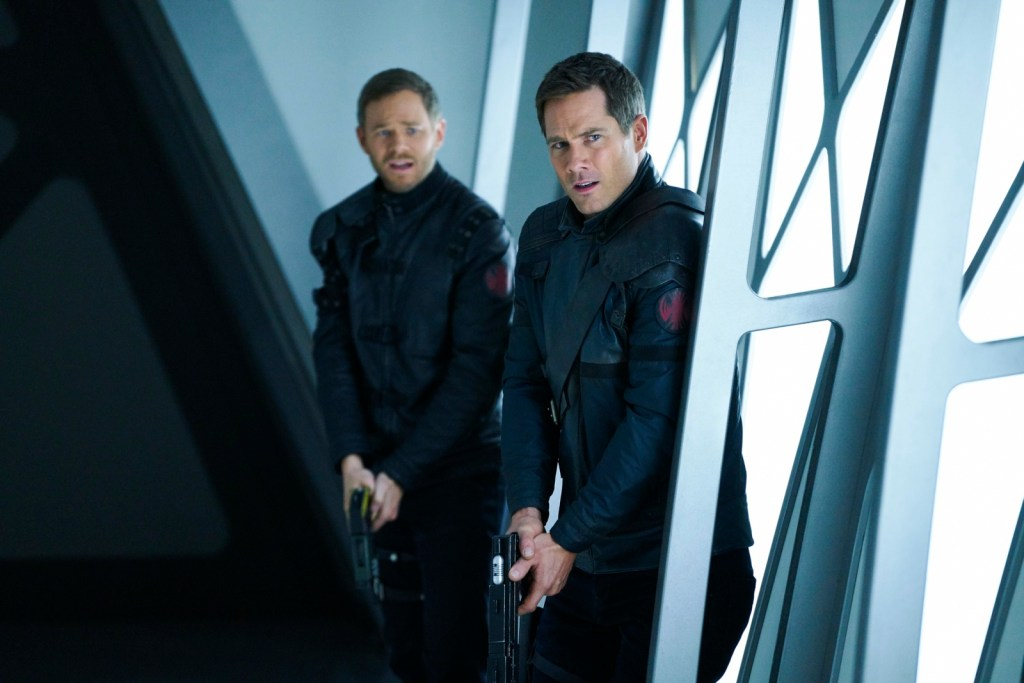 Johnny and D'avin in Killjoys 3x10