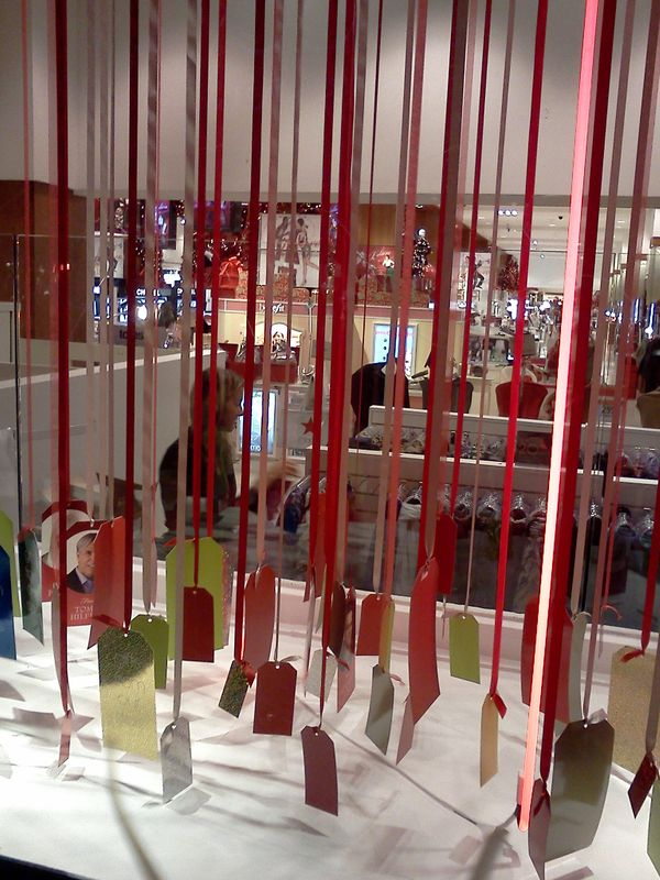 Holiday Windows Inspire Holiday Display Ask Harriete