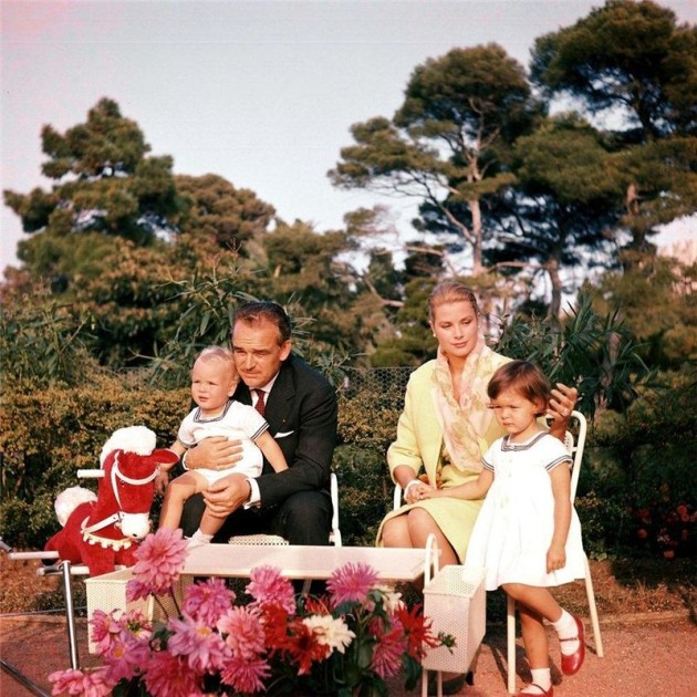 Принц Ренье и Грейс Келли с детьми