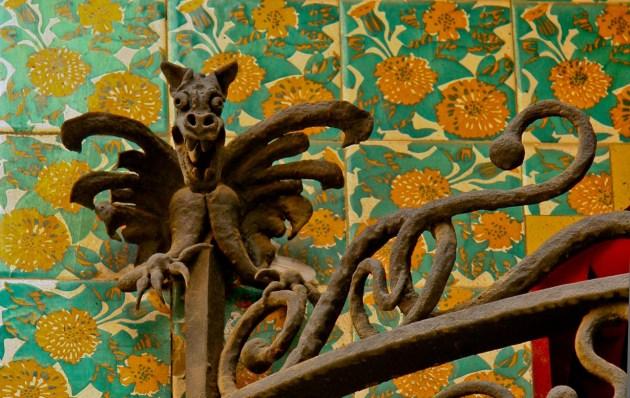 Необычные архитектурные элементы стали визитной карточкой Гауди