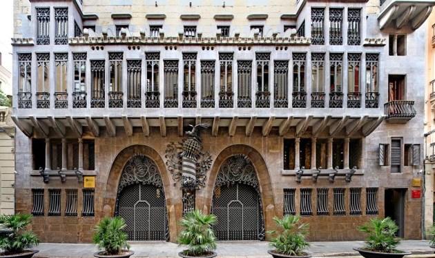 Архитектурный шедевр Гауди в Барселоне выполнен в виде венецианского «палаццо»
