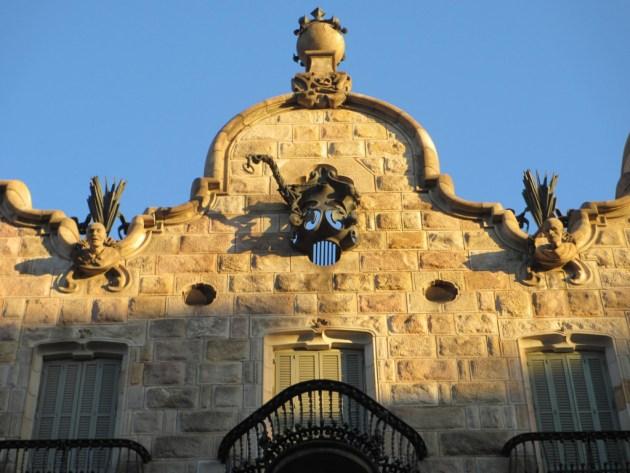 Гауди уделял особое внимание оформлению фасада