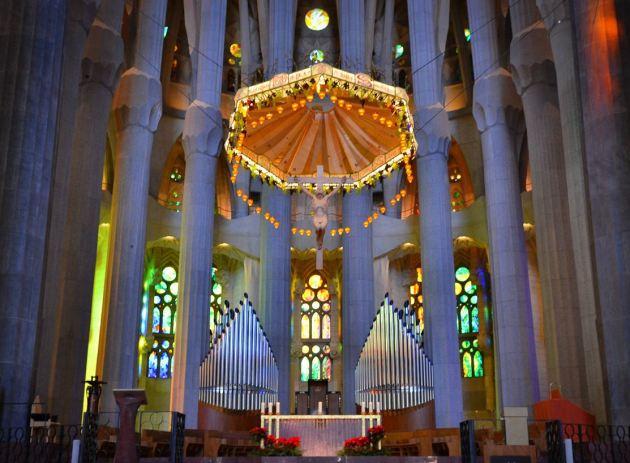 Высота собора Саграда Фамилия - 170 метров. Это на 1 метр меньше самой высокой горы в Барселоне