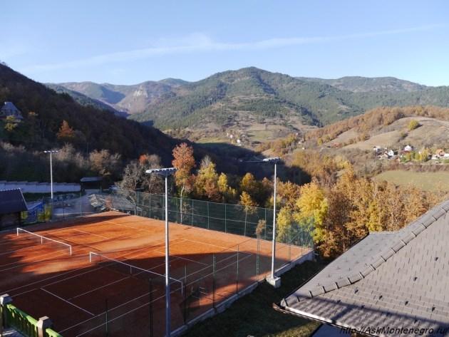 drvengrad-tennisny-kort