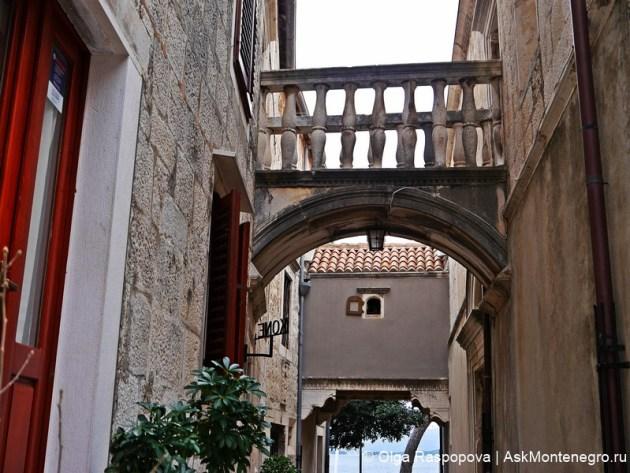 Корчула. Балконы в старом городе