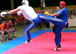 Kickboxer kickt Gegner
