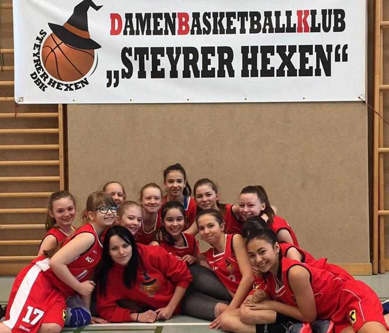 Gruppenfoto Damen Basketballmannschaft Steyrer Hexen
