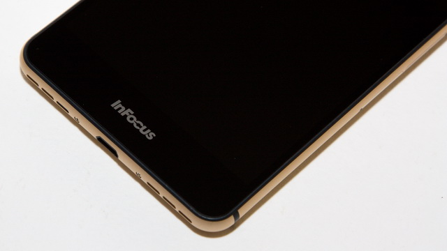 InFocus M560 Review - Down face side