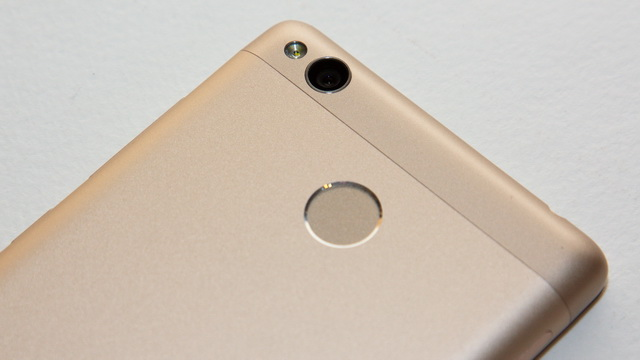Xiaomi Redmi 3s Review - Up back side