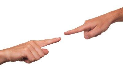 Zabúdame, že keď ukazujeme prstom na spolubrata, spolusestru, tri prsty máme obrátené na seba.