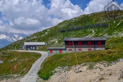 Entrée du fort et bâtiment des FWK