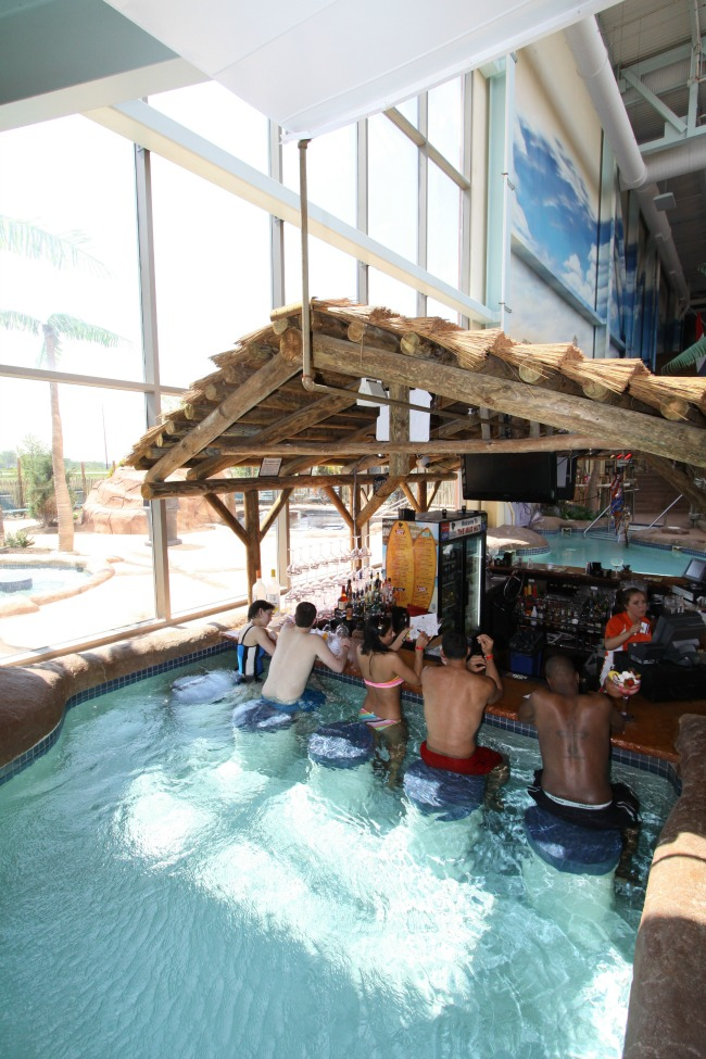 Kalahari Resort Sandusky swim up cocktail bar