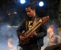 13-balawan-singing