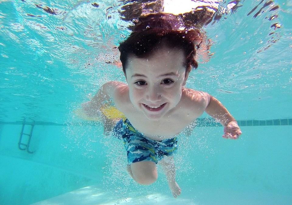 Consejos para evitar accidentes acuáticos de los más pequeños