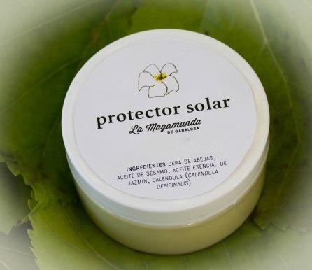 Protector solar. Una forma muy natural de protegerse del Sol del verano. Aceite de sésamo, caléndula, cera de abejas, Jazmín... 5 €