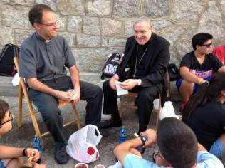 Cardenal de Barcelona charla con jovenes