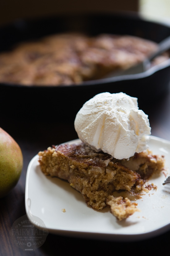 spiced pear cake a la mode