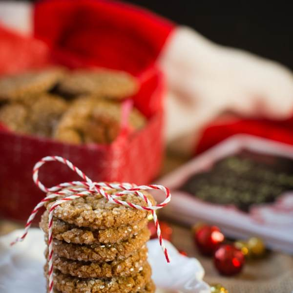 holiday molasses spice crinkle cookies