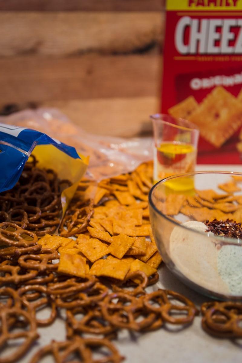spicy cheezit snack mix ingredients