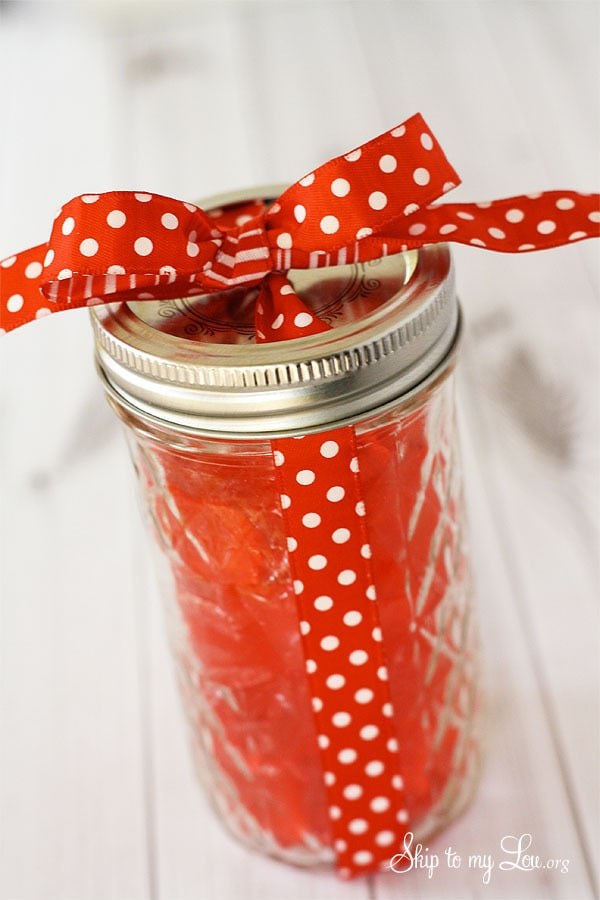 Quick and Easy Cinnamon Candy | This 5 ingredient homemade cinnamon candy is easy to make, is perfect for homemade gifts for the holidays, and looks adorable in a mason jar| asouthernfairytale.com #candy #homemade #cinnamoncandy #holidaygifts