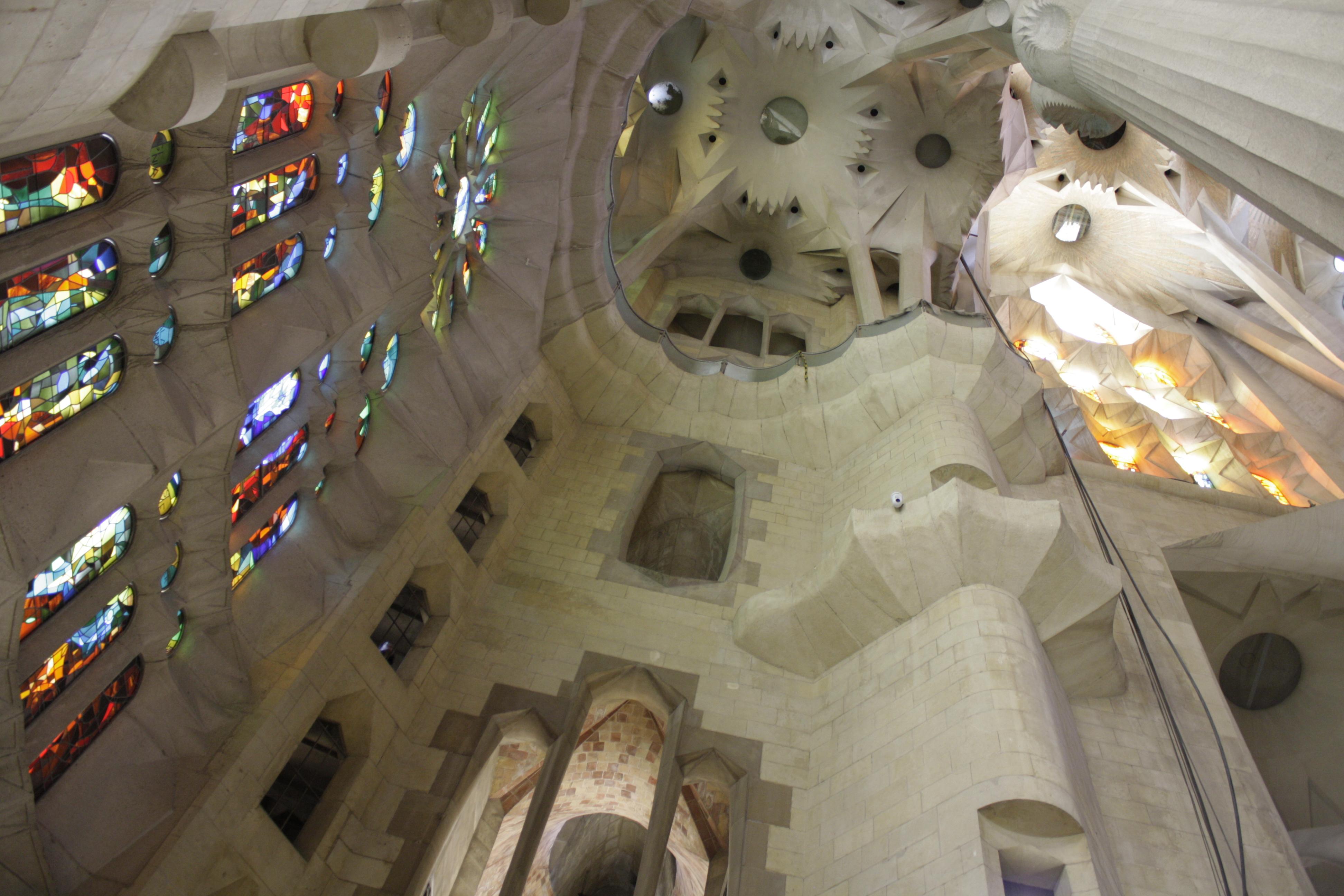 Gaudì - interno della Sagrada Familia