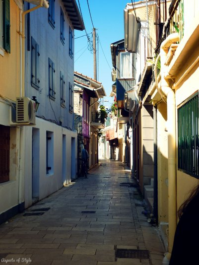 the narrow streets of Lefkada town