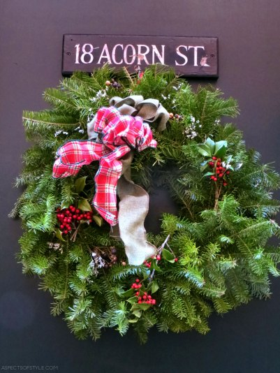 Christmas wreath in Acorn Street, Boston