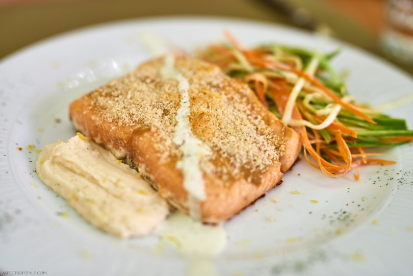 Salmon with almond crust Kritamon Chania
