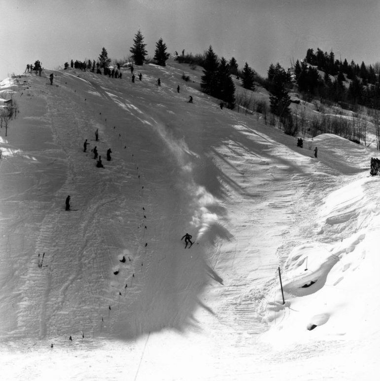 1950 FIS downhill. A racer negotiates what is today's Niagara. The course ran from the top of today's FIS, down Spar, Niagara, and Schuss Gulley, with no gates.