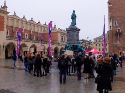 Znów street photo - protesty pod Sukiennicami. Ten - przeciwko upolitycznianiu kultury