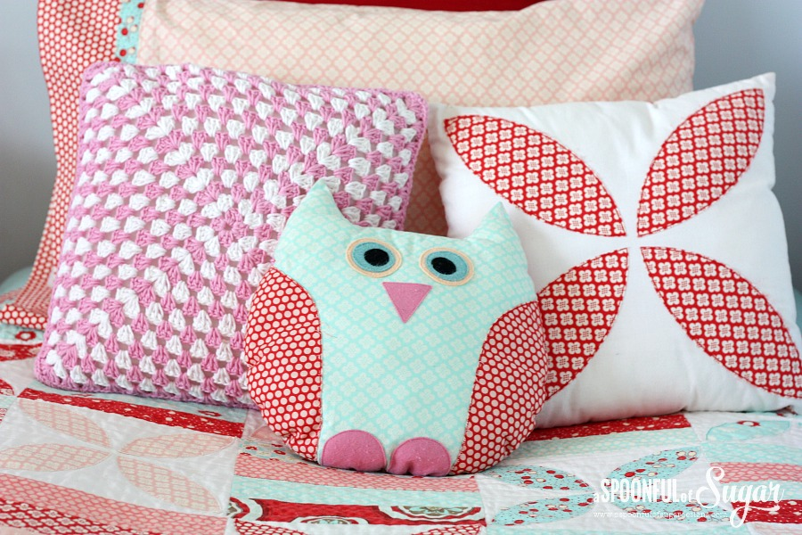 Crochet Pattern Granny Square Pillows : Crochet Granny Square Pillow - A Spoonful of Sugar