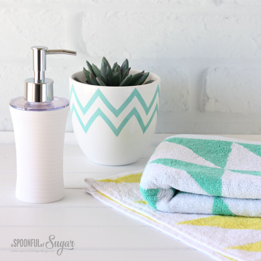 6 Ways to Refresh Your Bathroom Decor