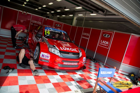 202014.WTCC.Lada.Team.Race.Day.Seryogin.ASppa.Images