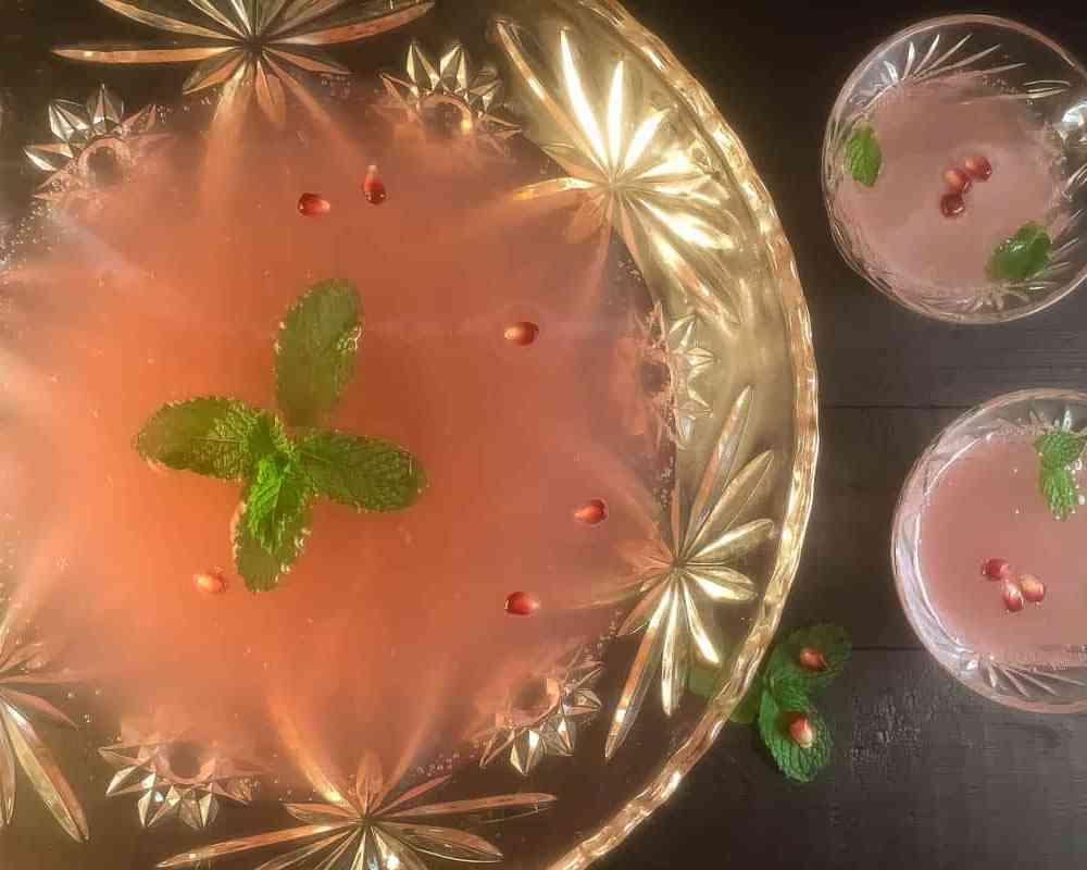 Sparkling Pomegranate Mint Party Punch   https://asprinklingofcayenne.com