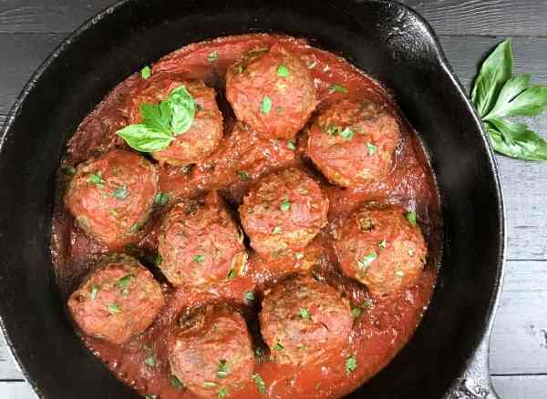 Paleo Creole Meatballs in Tomato Sauce from A Sprinkling of Cayenne. | https://asprinklingofcayenne.com