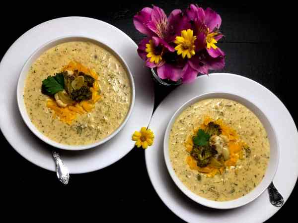 GLUTEN FREE ROASTED BROCCOLI AND CAULIFLOWER CHEESE SOUP