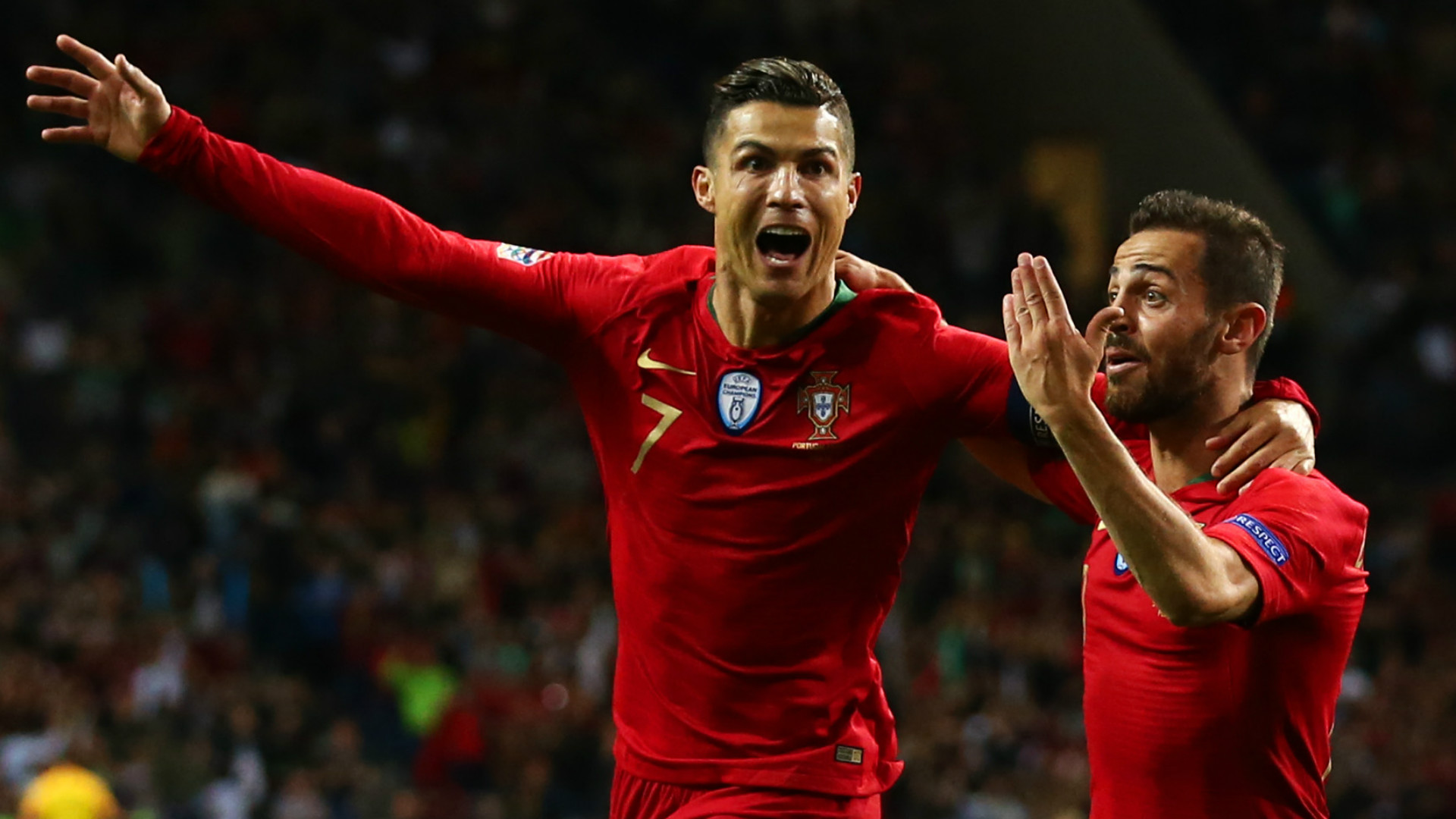 Cristiano Ronaldo célèbre son triplé face à la Suisse en Nations League