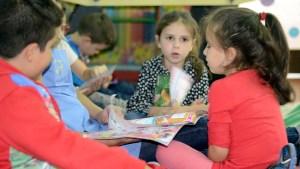 Crianças na Biblioteca da Associação de Solidariedade Social Bairro João Paulo II