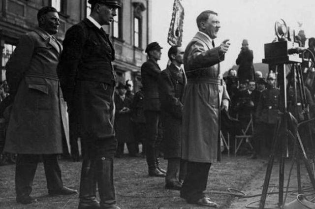 Hitler memiliki kelainan genital