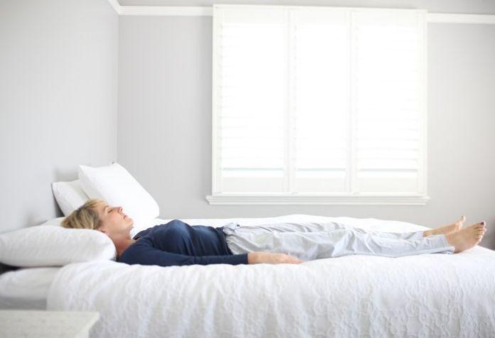 Hasil gambar untuk tidur hijab tidur telentang