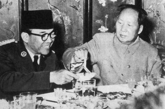Tunjukkan Indonesia Bukan Negara Lemah, Hanya dengan Perkataannya Saja Soekarno Sanggup Buat Pemimpin Besar China Turuti Kemauannya - Semua Halaman - Sosok