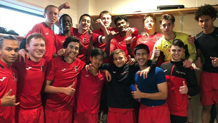 Gary Tannert bersama rekan-rekan setimnya di klub Inggris, FC Stamford. (Foto: www.instagram.com/gtannert20) Copyright: www.instagram.com/gtannert20