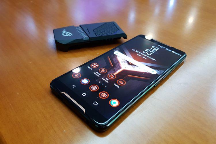 ASUS resmi memperkenalkan perangkat smartphone gamingnya. ROG Phone diperkenalkan dalam perhelatan Computex 2018 di Taipei, Senin (4/6/2018)
