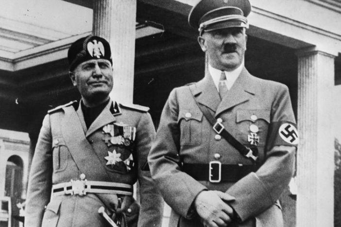 Hitler beging 1945 Selbstmord, als sowjetische Truppen Berlin eroberten