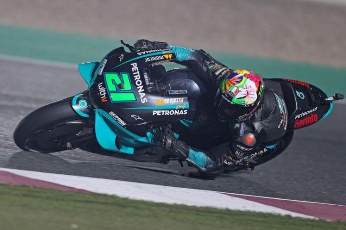Franco Morbidelli saat sesi latihan bebas FP1 pada MotoGP Doha 2021. (Photo by KARIM JAAFAR / AFP)